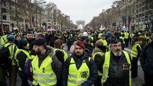 L'ancien parachutiste Victor Lenta (au centre), le 5 janvier 2019 à Paris. (LUCAS BARIOULET / AFP)