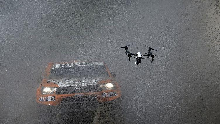Ronan Chabot (Toyota) dans un rio sur le Dakar 2016 (FRANCK FIFE / AFP)