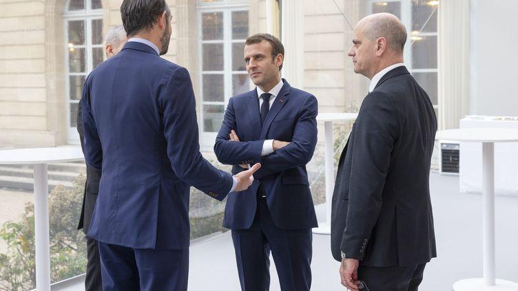 Emmanuel Macron, Edouard Philippe et Jean-Michel Blanquer lors d'un déjeuner à l'Elysée en janvier 2019. (S?BASTIEN MUYLAERT / MAXPPP)