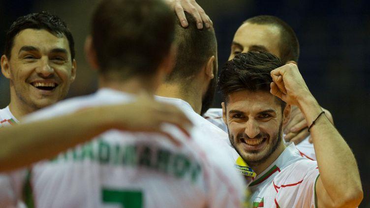 Todor Skrimow et Georgi Bratoew heureux avec la Bulgarie (SOEREN STACHE / DPA)