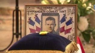 Un soldat français mort pendant la guerre d'Algérie a été enterré en France, plus de 60 ans après sa mort. Sa famille a obtenu le rapatriement de sa dépouille qui reposait au cimetière militaire d'Oran. (FRANCE 3)