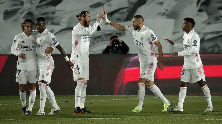 Karim Benzema a inscrit un doublé, permettant au Real de se qualifier en huitièmes de finale. (BURAK AKBULUT / ANADOLU AGENCY)