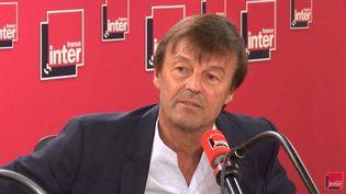 Nicolas Hulot annonce dans la matinale de France Inter du28 août 2018 sa décision de quitter le gouvernement, un an après son arrivée au ministère de la Transition écologique et solidaire. (FRANCE INTER / FRANCE-INTER)