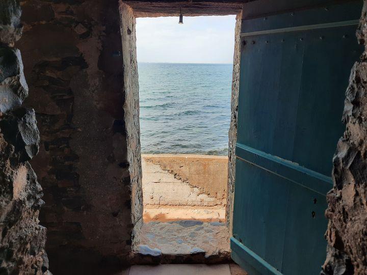 Les touristes ont quasiment déserté l'île de Gorée (Sénégal), depuis le début de la pandémie de Covid-19. (OMAR OUAHMANE / RADIO FRANCE)
