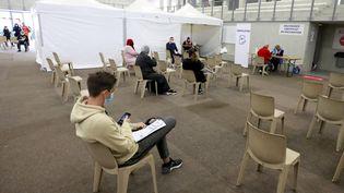 Un centre de vaccination contre le Covid-19 à Nice (Alpes-Maritimes), le 27 avril 2021. (MAXPPP)