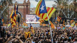 À Barcelone, les partisans de l'indépendance de la Catalogne ont suivi le discours du président de la région mardi 10 octobre. (MAXPPP)