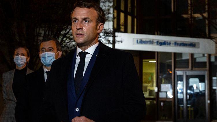 Emmanuel Macron à Conflans-Sainte-Honorine (Yvelines), le 16 octobre 2020. (ABDULMONAM EASSA / POOL / AFP)