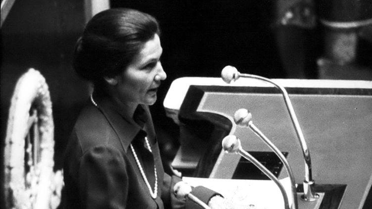 (Simone Veil à l'Assemblée nationale le 26 novembre 1974 © Maxppp)