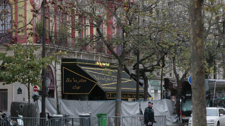 Le Bataclan, à Paris, le 14 novembre 2015, au lendemain d'une attque terroriste. (AFP)