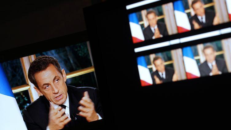 Nicolas Sarkozy s'adressant aux Français, le 27 octobre 2011, sur TF1 et France 2. (THOMAS COEX/AFP)
