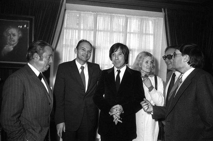 """Jean Carrière, le 20 novembre 1972 à Paris, a obtenu le prix Goncourt pour """"L'Epervier de Maheux"""". (AFP)"""