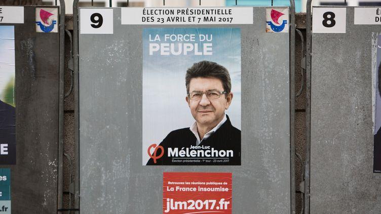 Une affiche de campagne de Jen-Luc Mélenchon, à Paris, le 10 avril 2017. (IRINA KALASHNIKOVA / SPUTNIK)