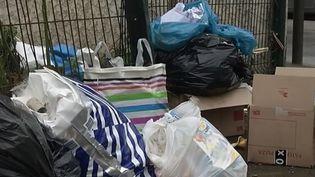 À Argenteuil (Val-d'Oise), 7 à 9 tonnes de déchets sont abandonnés chaque jour dans la ville en toute illégalité. Désormais, la mairie veut trouver les responsables et se donne les moyens. (FRANCE 3)