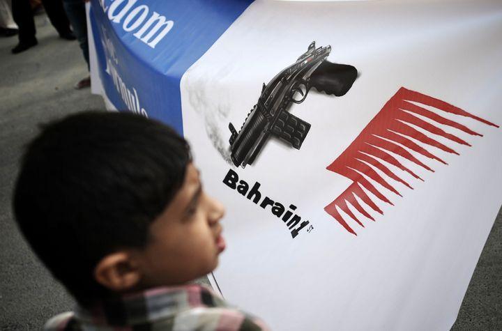 Un enfant participe à une manifestation demandant l'annulation du Grand Prix, le 17 avril 2012, à Muharraq (Bahreïn). (AFP)