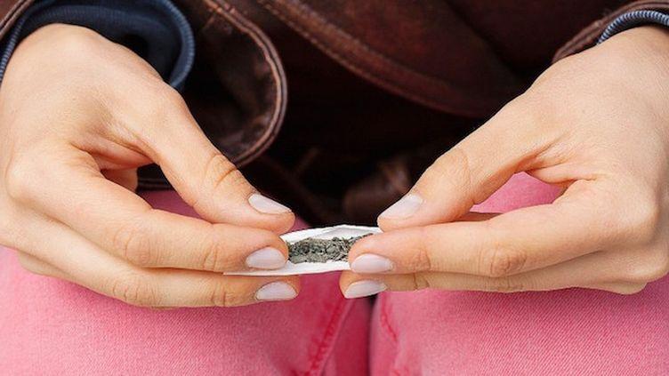 Pour certaines mères, la consommation de cannabis est une aide précieuse au quotidien  (© fotolia)
