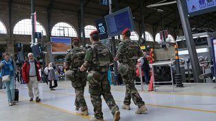 Des militaires français patrouillent dans la gare du Nord à Paris, le 24 août 2015. (MAXPPP)