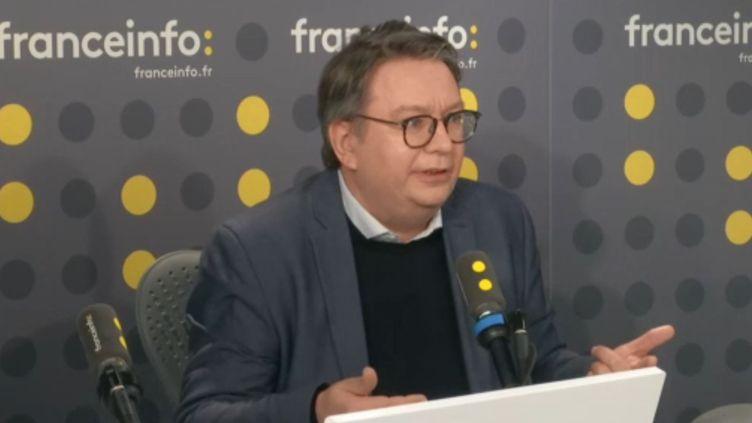 """Eric Chol, le directeur de la rédaction de """"L'Express"""" (Capture écran). (FRANCEINFO)"""