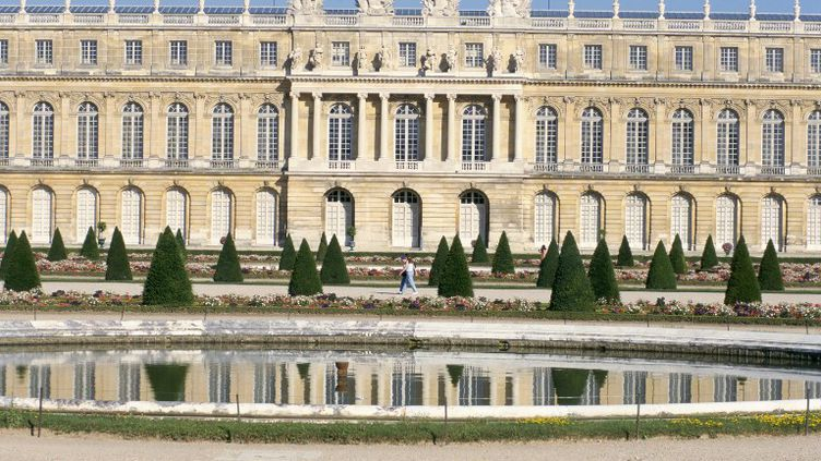 Le parterre d'eau, devant l'aile du Midi du Château de Versailles. (GUY THOUVENIN / ROBERT HARDING HERITAGE)