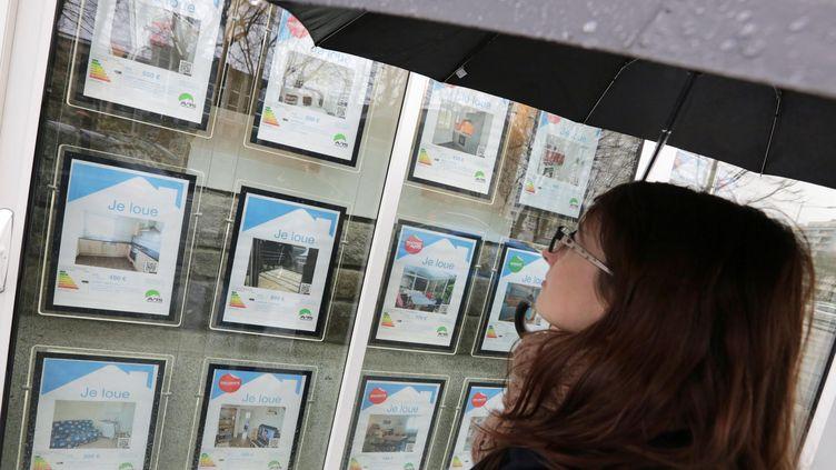 La vitrine d'une agence immobilière à Lorient (Morbihan), le 4 mars 2014. (MAXPPP)