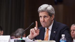 Le secrétaire d'Etat américain, John Kerry, s'exprime devant une commission du Sénat américain, à Washington D.C. (Etats-Unis), le 24 février 2015. (SAMUEL CORUM / ANADOLU AGENCY / AFP)