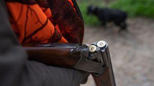 Le chasseur de 22 ans a été hospitalisé en état de choc. (illustration) (PASCAL BONNIERE / MAXPPP)