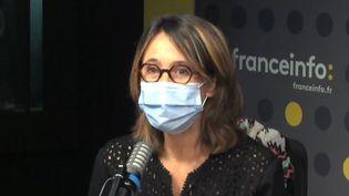 La productrice Alexia Laroche-Joubert, responsable entre autres de Koh Lanta sur TF1, en studio à franceinfo le 1er avril 2021 (FRANCEINFO / RADIO FRANCE)