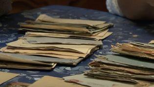 Des lettres d'amour datant de la Seconde Guerre mondiale auraient pu finir aux ordures avant qu'une employée d'une déchetterie de Charente-Maritime ne retrouvent la famille de celle à qui ces lettres s'adressaient. (France 3)