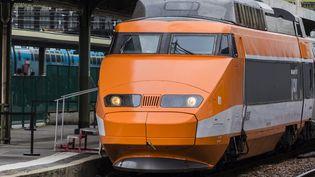 """Le TGV """"Patrick"""" en gare de Lyon, le premier train à grande vitesse. (VINCENT ISORE / MAXPPP)"""