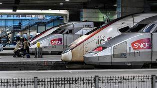 Des TGV à la gare Montparnasse à Paris, le 2 janvier 2020. (STEPHANE DE SAKUTIN / AFP)