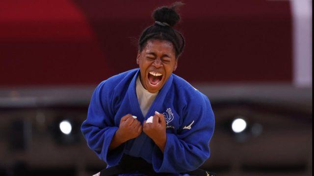 Sanctionnée une 3e fois pour une fausse attaque, la Canadienne Jessica Klimkait est battue par la native de Sarcelles qui rejoindra la Kosovare Nora Gjakova en finale.