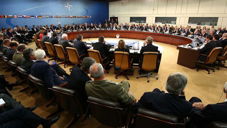 Réunion de ministres de la Défense au siège de l'Otan, à Bruxelles, le 5 octobre 2011. (Win McNamee/REUTERS)