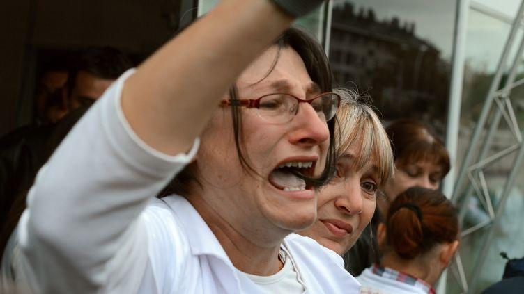 Elisabeth Miot, ex-salariée de Technicolor, à l'annonce de la liquidation judiciaire de l'entreprises, àAngers (Maine-et-Loire), le 11 octobre 2012. (ALAIN JOCARD / AFP)