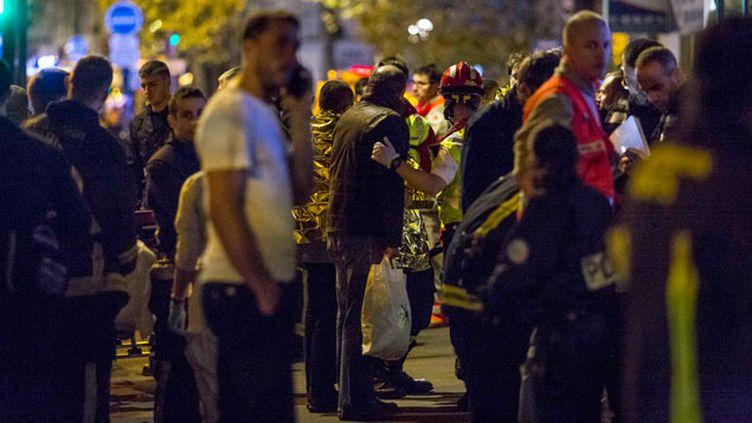 (Prise en charge des victimes après l'attaque au Bataclan, Paris 13 novembre 2015 © Maxppp)