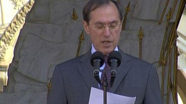 Claude Guéant lisant la composition du nouveau gouvernement en juin 2009 (France 3 Aquitaine)