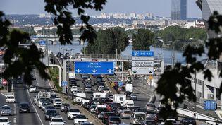 Un bouchon sur l'autoroute A7 à Lyon, en août 2018. (PHILIPPE DESMAZES / AFP)