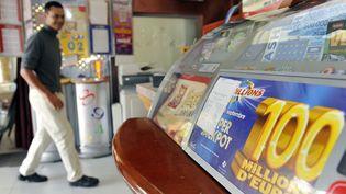 Le bar-tabac Le Sébastien, à Venelles (Bouches-du-Rhône), où un bulletin gagnant de la cagnotte de 100 millions d'euros a été validé en 2009. (GERARD JULIEN / AFP)