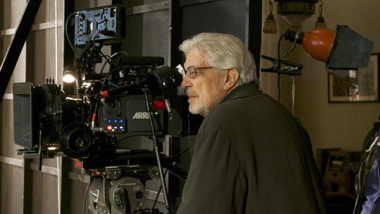 Le réalisateur italien Ettore Scola en 2013 sur le tournage de son documentaire consacré au cinéaste Federico Fellini. (PAYPERMOON ITALIA/PALOMAR / ARCHIVES DU 7EME ART / AFP)