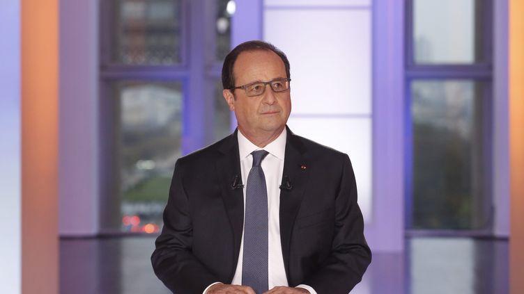 """François Hollande dans l'émission """"Dialogues citoyens"""" sur France 2, le 14 avril 2016. (MAXPPP)"""