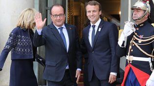 Emmanuel Macron et François Hollande à l'Elysée, le 15 septembre 2017 (LUDOVIC MARIN / AFP)