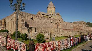 La cathédrale de Svetitskhoveli, construite à Mtskheta, se dresse au centre d'un immense ensemble fortifié, c'est un concentré d'histoire et d'art sacré géorgien. A 20 minutes de Tbilissi, avec ses 54 m de haut, cette église compte parmi les plus grandes cathédrales historiques de Géorgie (Photo Emmanuel Langlois)