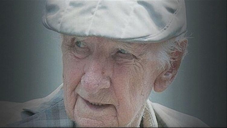 Laszlo Csatary, 97 ans,est accusé de complicité dans la mort de 15 700 juifs pendant la Seconde Guerre mondiale. (FTVI / FRANCE 2)