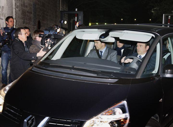 Nicolas Sarkozy quitte le palais de justice de Bordeaux (Gironde), le 21 mars 2013, après avoir été mis en axamen pour abus de faiblesse à l'encontre de Liliane Bettencourt. (PATRICK BERNARD / AFP)