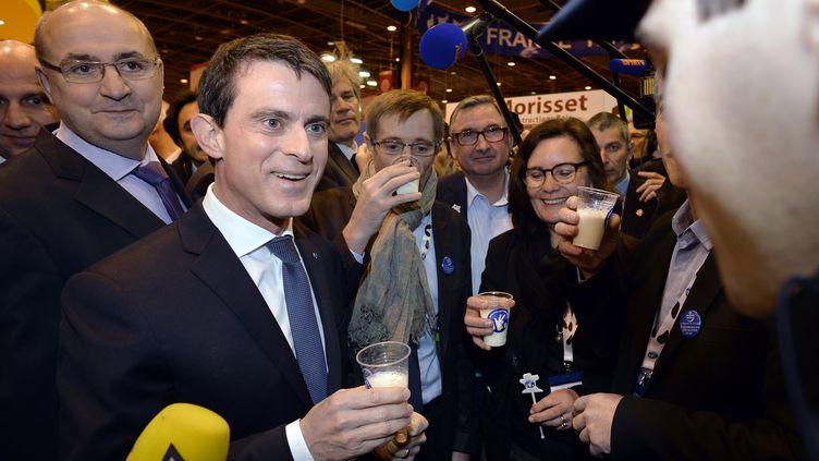 Le Premier ministre Manuel Valls en visite au Salon de l'agriculture, le 29 février 2016. (MIGUEL MEDINA / AFP)