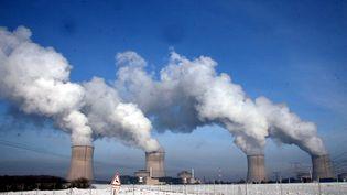 La centrale nucléaire de Cattenom (Moselle) sous la neige, le 27 janvier 2010. (PELAEZ JULIO / MAXPPP)