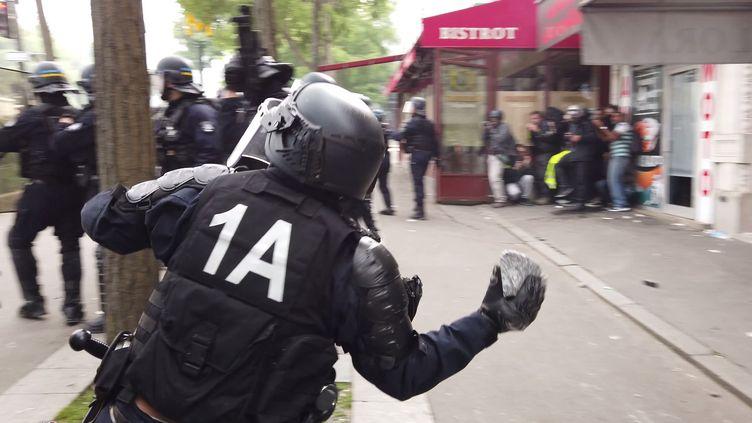 Capture d'écran d'une vidéo tournée à Paris, le 1er mai 2019. (AGENCE LINE PRESS)