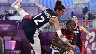La France en quarts de finale du basket 3x3 face aux Etats-Unis, mercredi 28 juillet 2021. (JAVIER SORIANO / AFP)