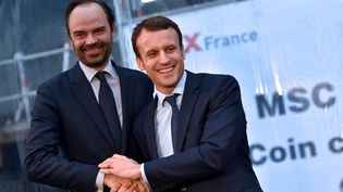 Edouard Philippe et Emmanuel Macron, à Saint-Nazaire (Loire-Atlantique), le 1er février 2016. (LOIC VENANCE / AFP)