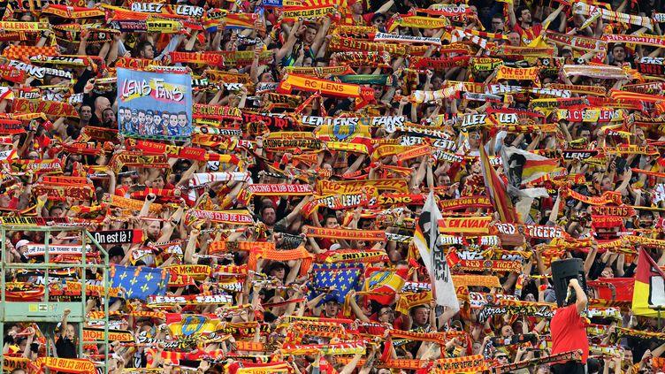 Les supporters lensois, jamais les derniers pour encourager leur équipe, devront encore patienter (DENIS CHARLET / AFP)