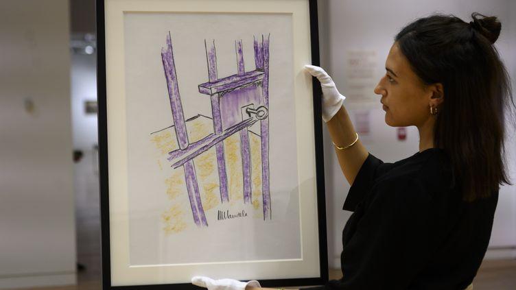 "Le tableau de Nelson Mandela, ""The Cell Door, Robben Island"", New York, 26 avril 2019 (JOHANNES EISELE / AFP)"