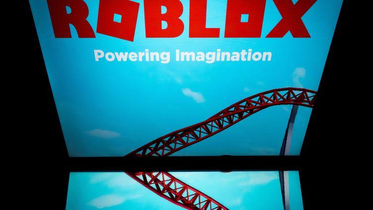 """Le jeu """"Roblox"""" sur une tablette à Paris le 1er février 2019. (LIONEL BONAVENTURE / AFP)"""